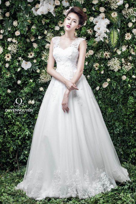 Váy cưới dáng A che đôi vai tròn