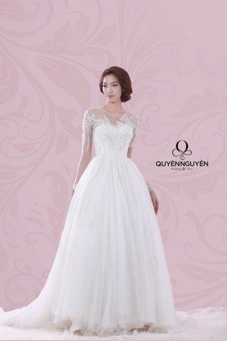 Váy cưới dáng bồng có tay