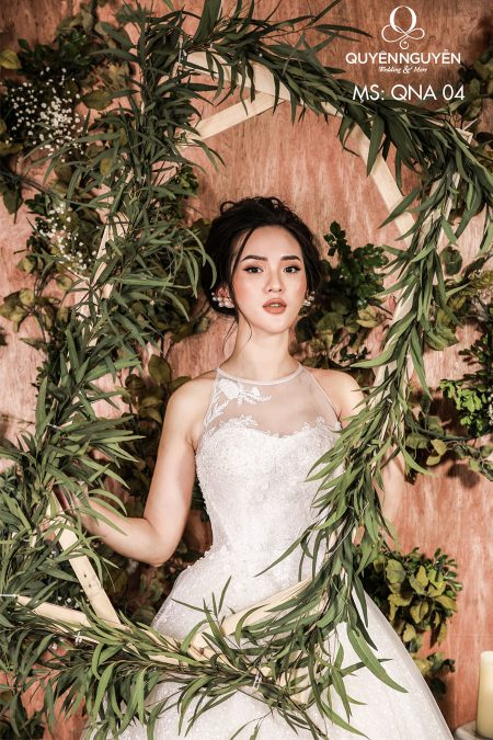 Váy cưới cổ yếm dáng a