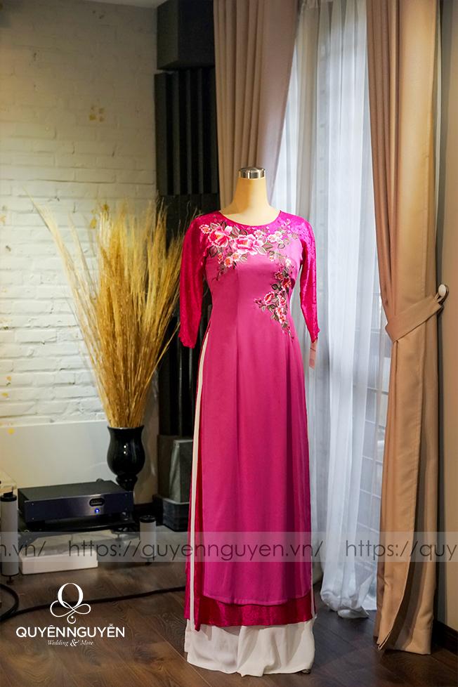Áo dài cho mẹ thêu màu hồng