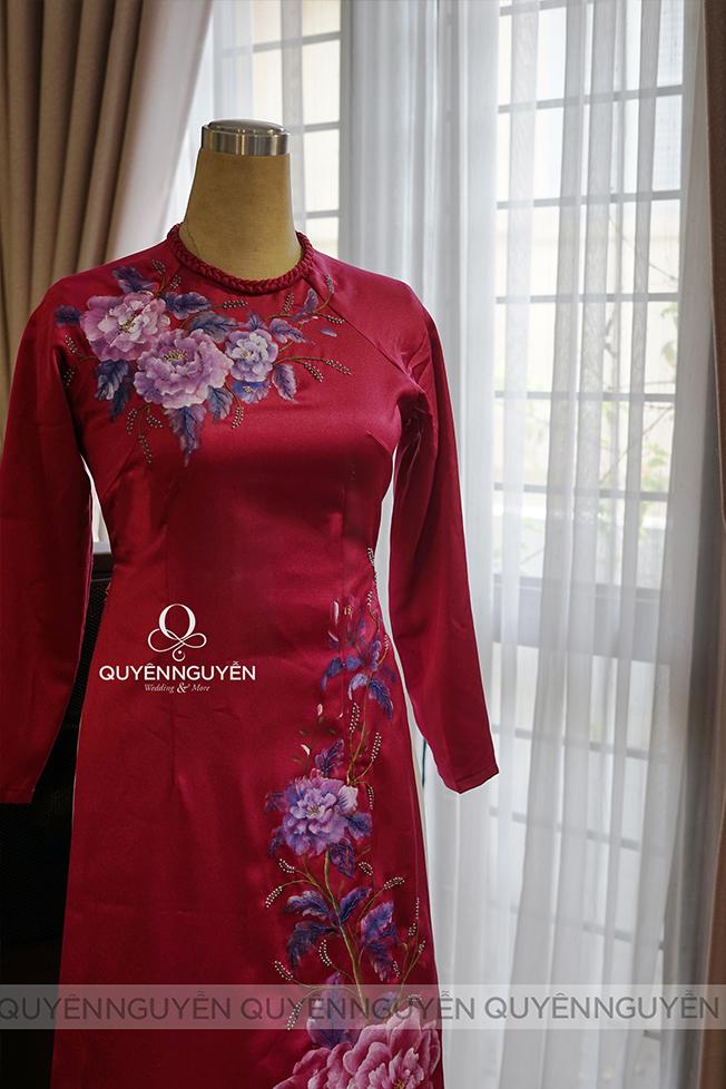 Áo dài mẹ hồng vẽ sơn dầu