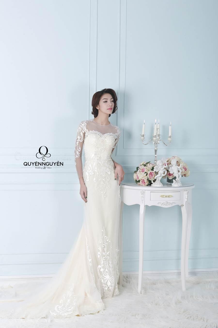 Váy cưới với phần tay áo lửng