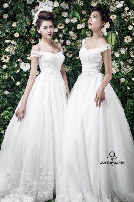 Váy cưới dáng A trễ vai