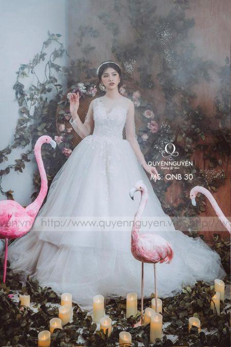 váy cưới cổ điển dáng bồng