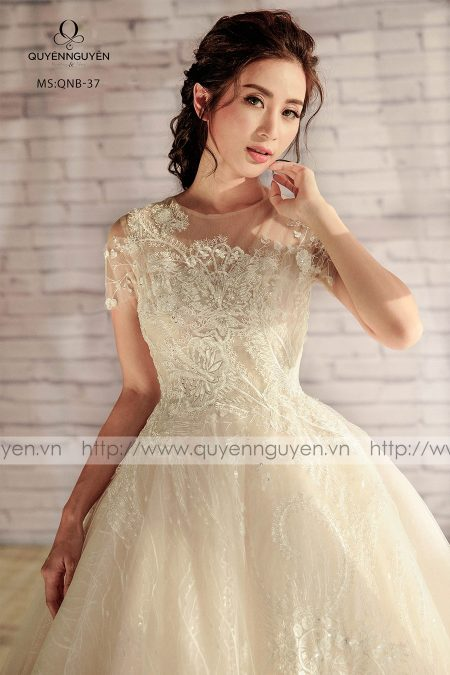 váy cưới dáng bồng QNB 37