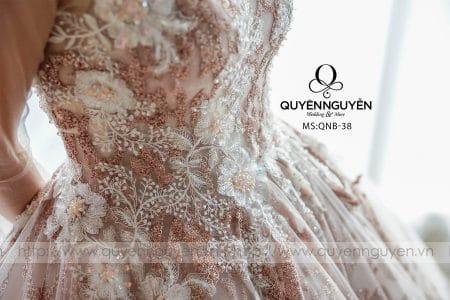 Váy cưới dáng bồng QNB 38