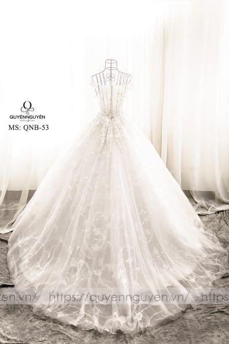 Váy cưới đuôi dài dáng bồng QNB 53