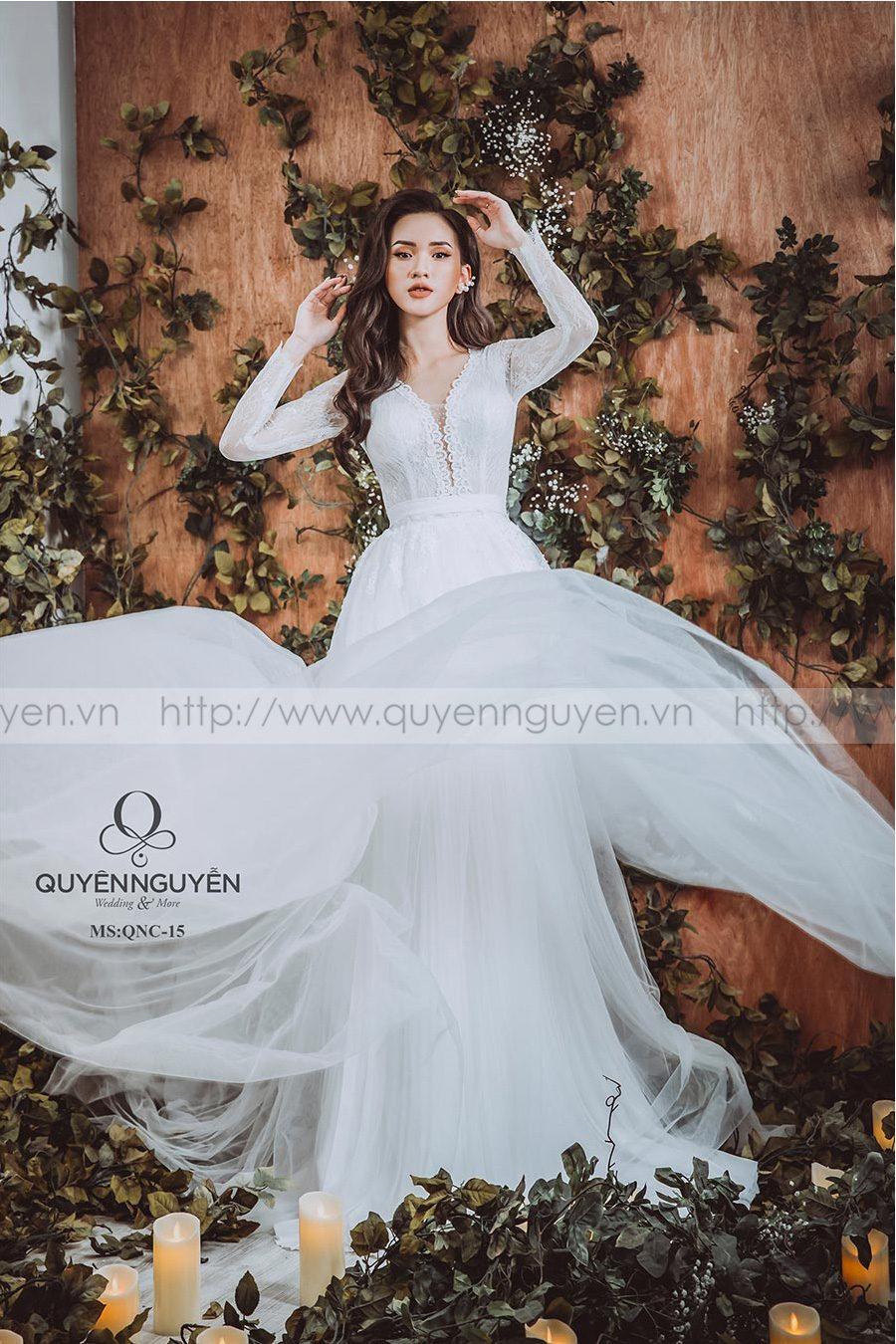 5 mẫu váy cưới simple năng động và thanh lịch