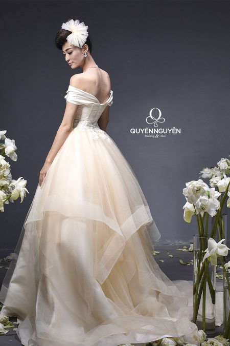 váy cưới mẫu 2