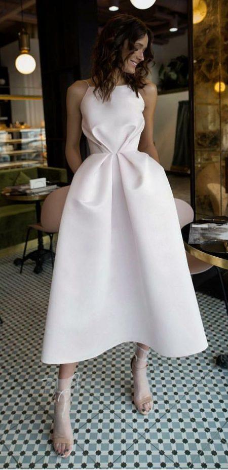 Váy cưới ngắn cổ yếm
