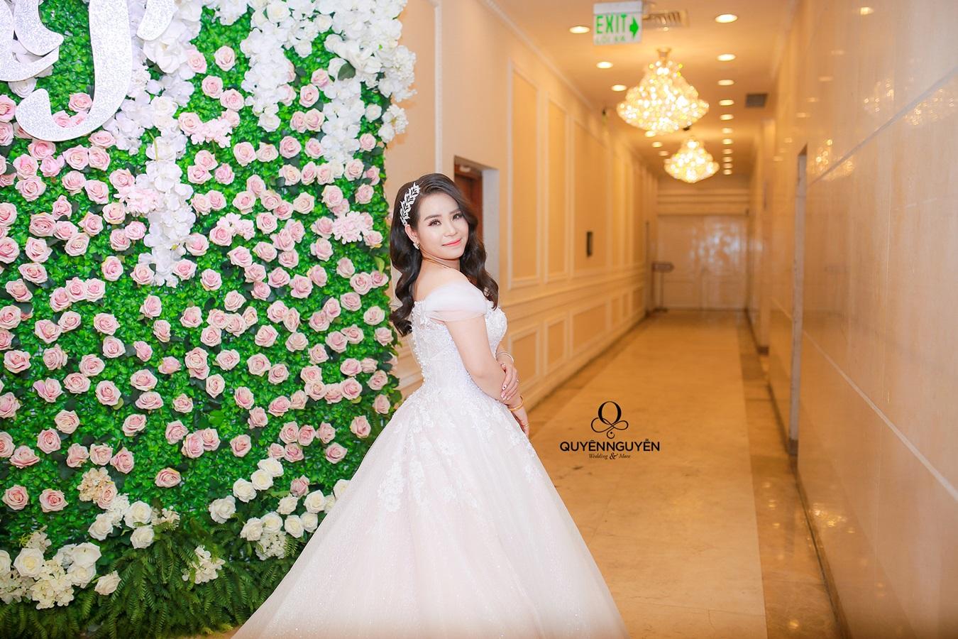 Váy cưới cho cô dâu nhỏ người
