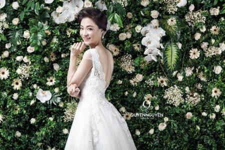 Váy cưới dáng A hở lưng chữu V