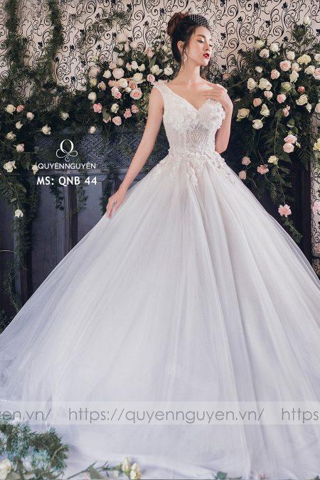 Váy cưới dáng bồng QNB 44