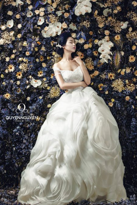 Váy cưới dáng bồng hình hoa