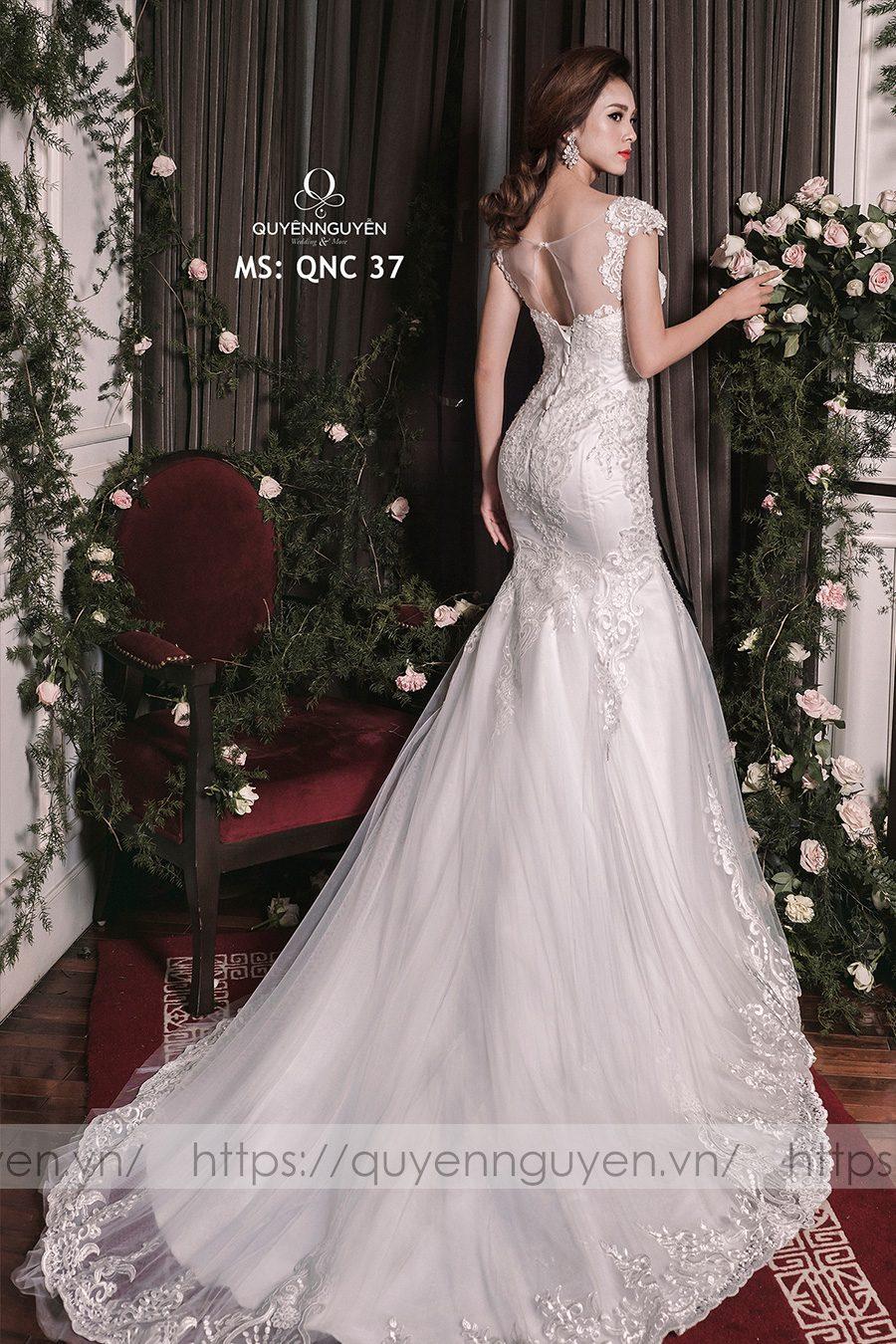 15 mẫu váy cưới hở lưng tăng phần quyến rũ và hấp dẫn