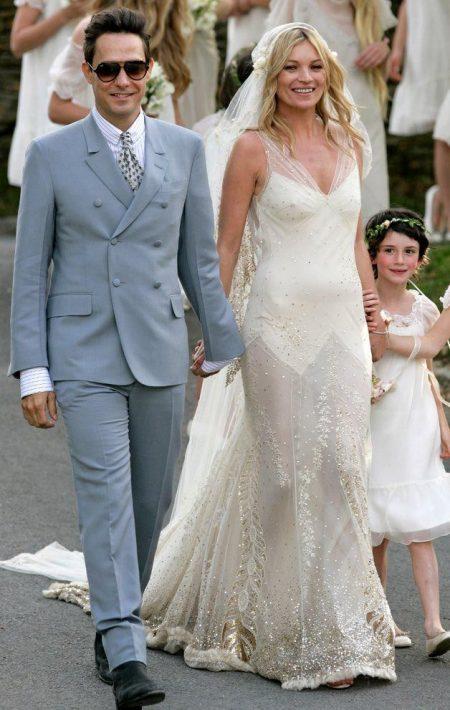 Váy cưới siêu mẫu Kate Moss