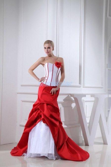 Váy cưới màu trắng đỏ