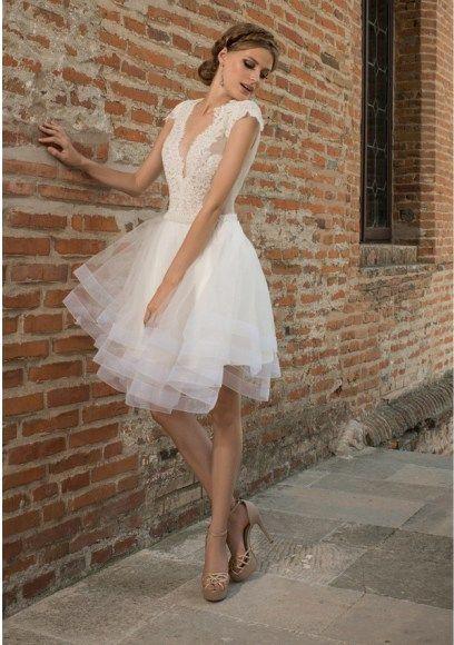Váy cưới ngắn cô chữ V
