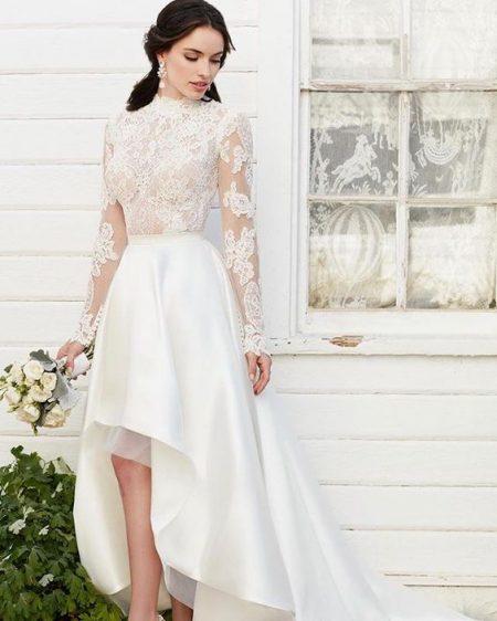 Váy cưới ngắn có đuôi bằng ren