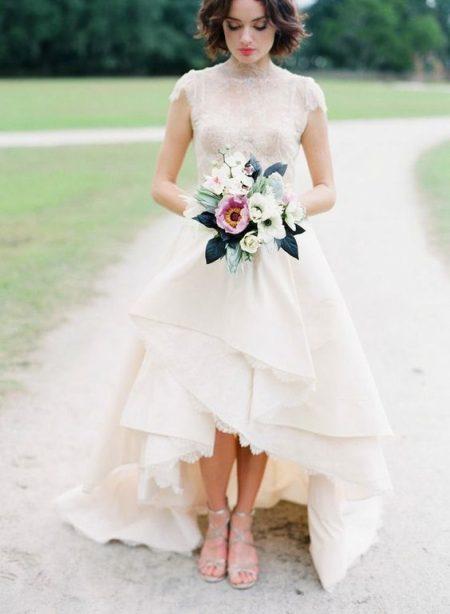 Váy cưới ngắn nhiều tầng