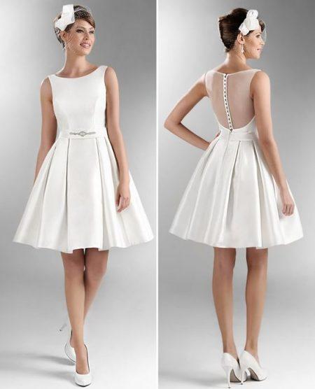 Váy cưới ngắn trắng đơn giản