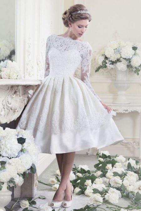 Váy cưới ngắn xòe dài tay