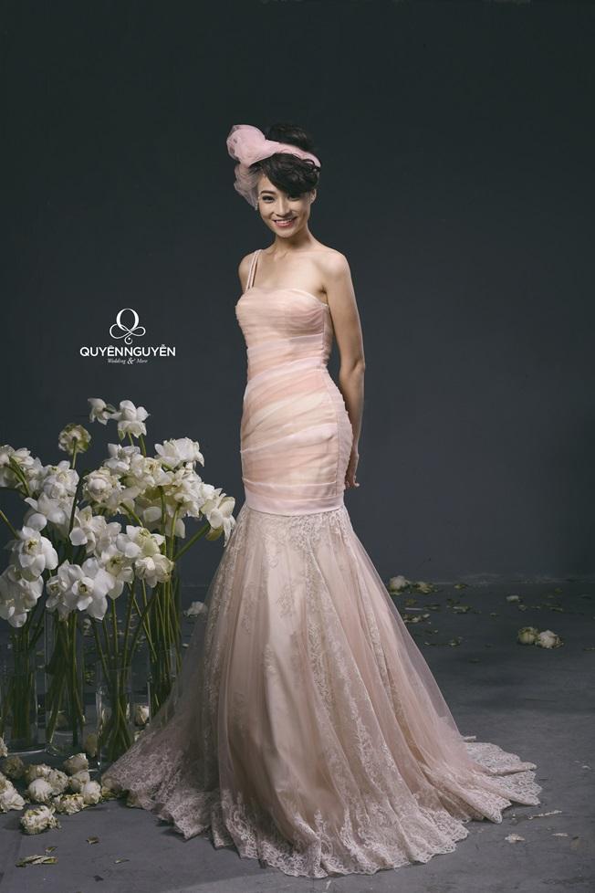 Váy cưới màu hồng cam