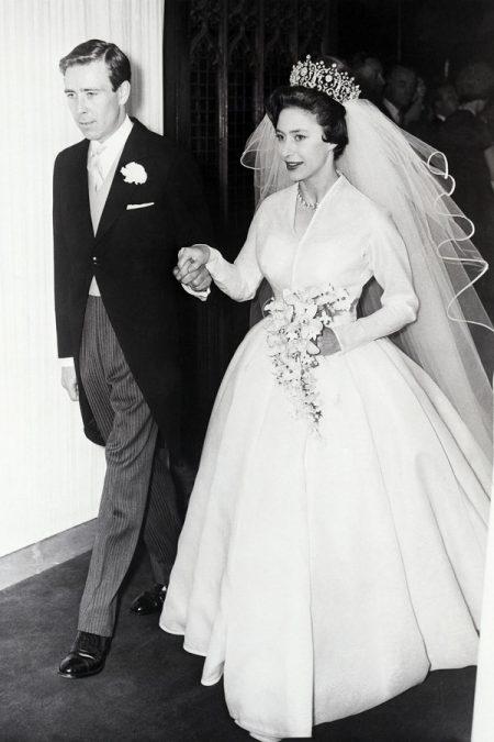 Váy cưới công chúa Anh
