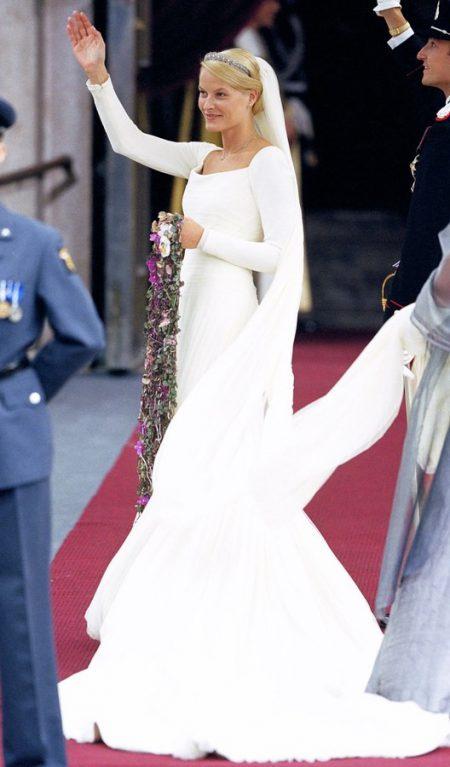Váy cưới công nương Nauy