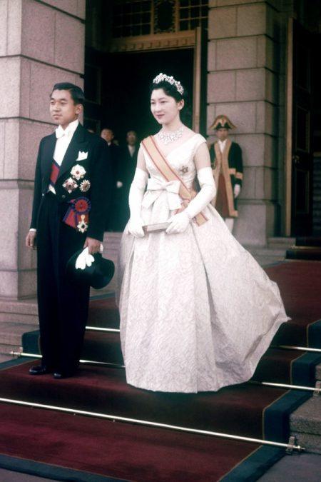 Váy cưới hoàng hậu nhật