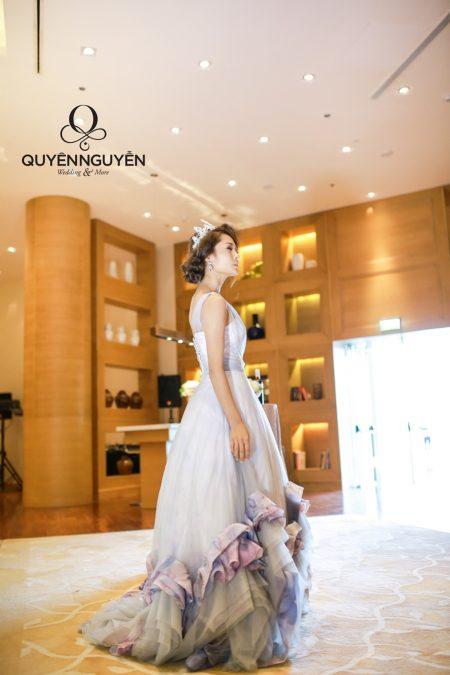 Váy cưới màu xám đuôi cá