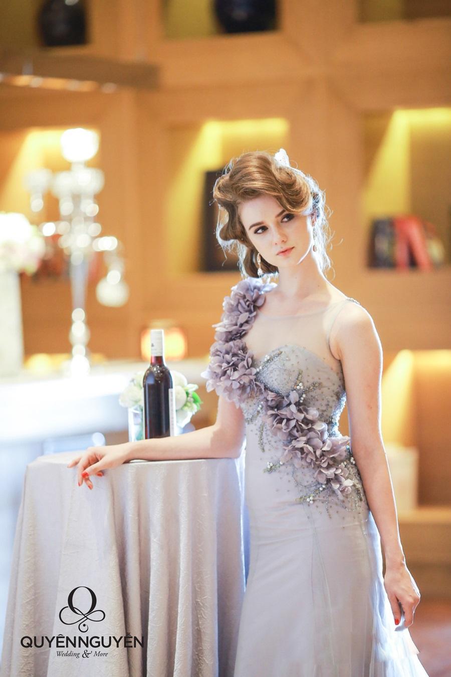 Váy cưới màu xám xanh