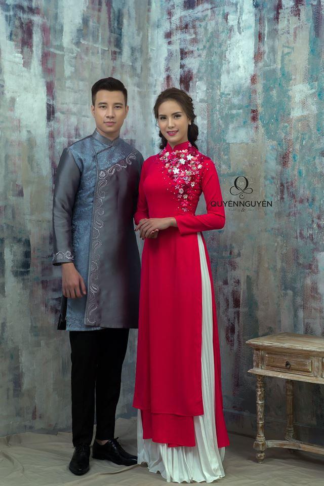 Áo dài chú rể màu xanh cô dâu màu đỏ