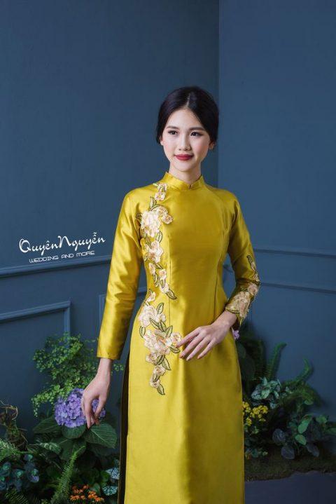 5 mẫu áo dài ăn hỏi màu vàng đồng