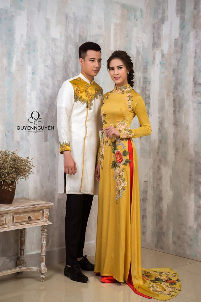 Áo dài đôi mặc ăn hỏi trắng và vàng