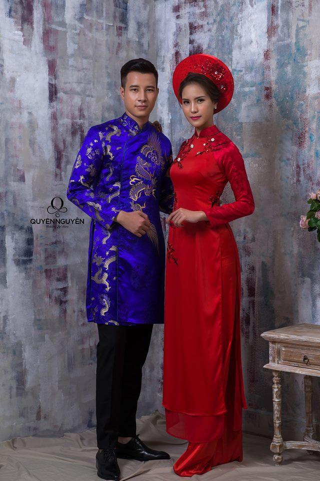 Áo dài đôi cô dâu màu đỏ chú rể màu xanh đậm