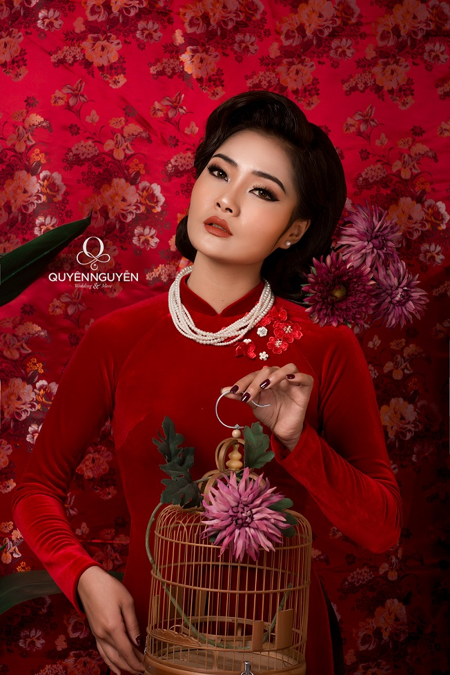 Phom dáng áo dài cách tân mùa đỏ