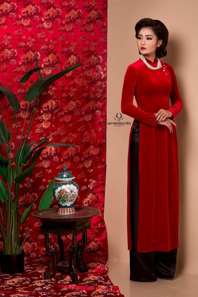 Áo dài nhung đỏ cổ điển