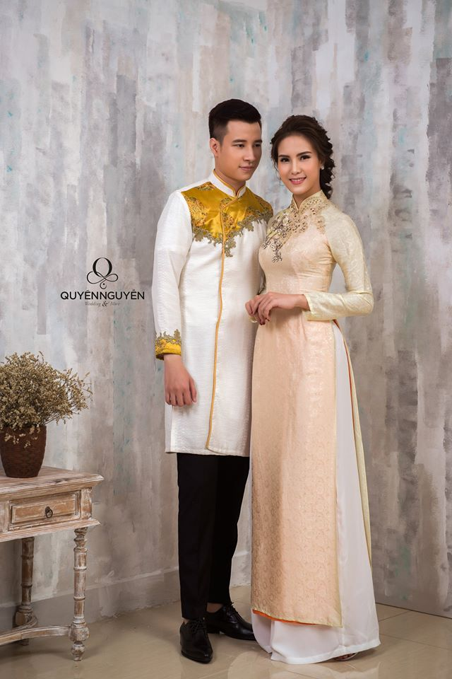 Áo dài nam trắng thêu hoạ tiết màu vàng kim