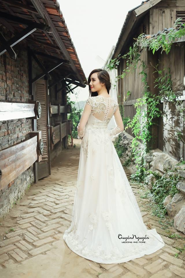Áo dài màu trắng đuôi dài cách điệu