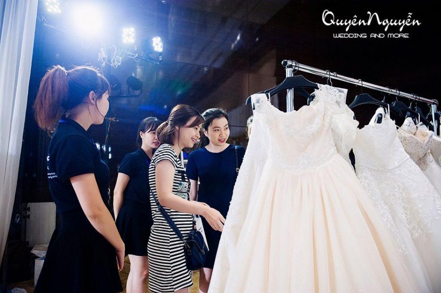 Đi chọn váy cưới