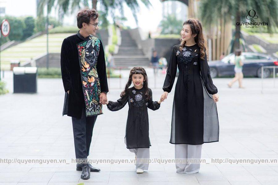 Áo dài cách tân đen cho cả gia đình