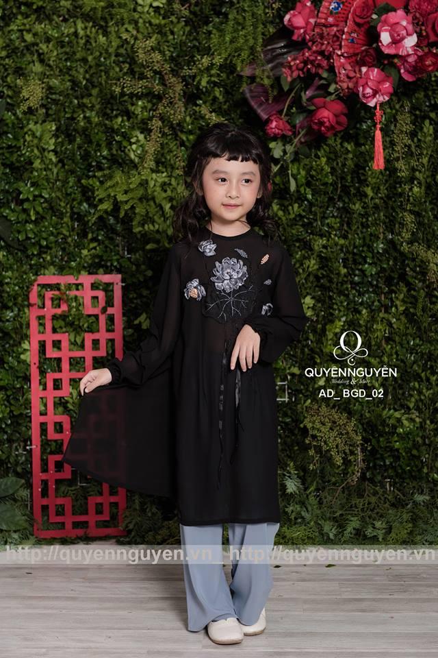 Áo dài bé gái cách tân màu đen