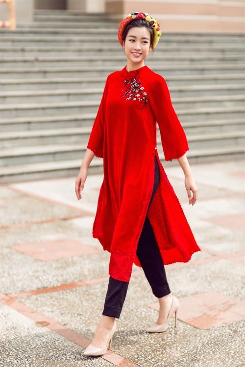 Áo dài cách tân nữ màu đỏ với quần tây