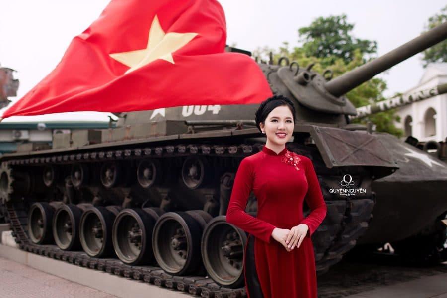 Áo dài cưới nhung đỏ trơn