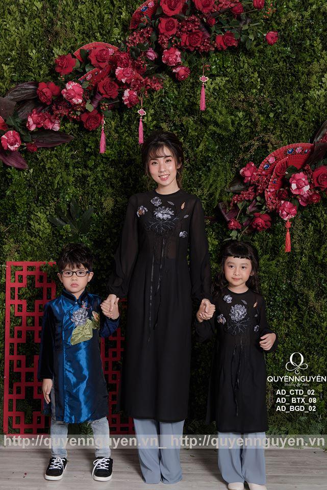 Áo dài cách tân mẹ và con