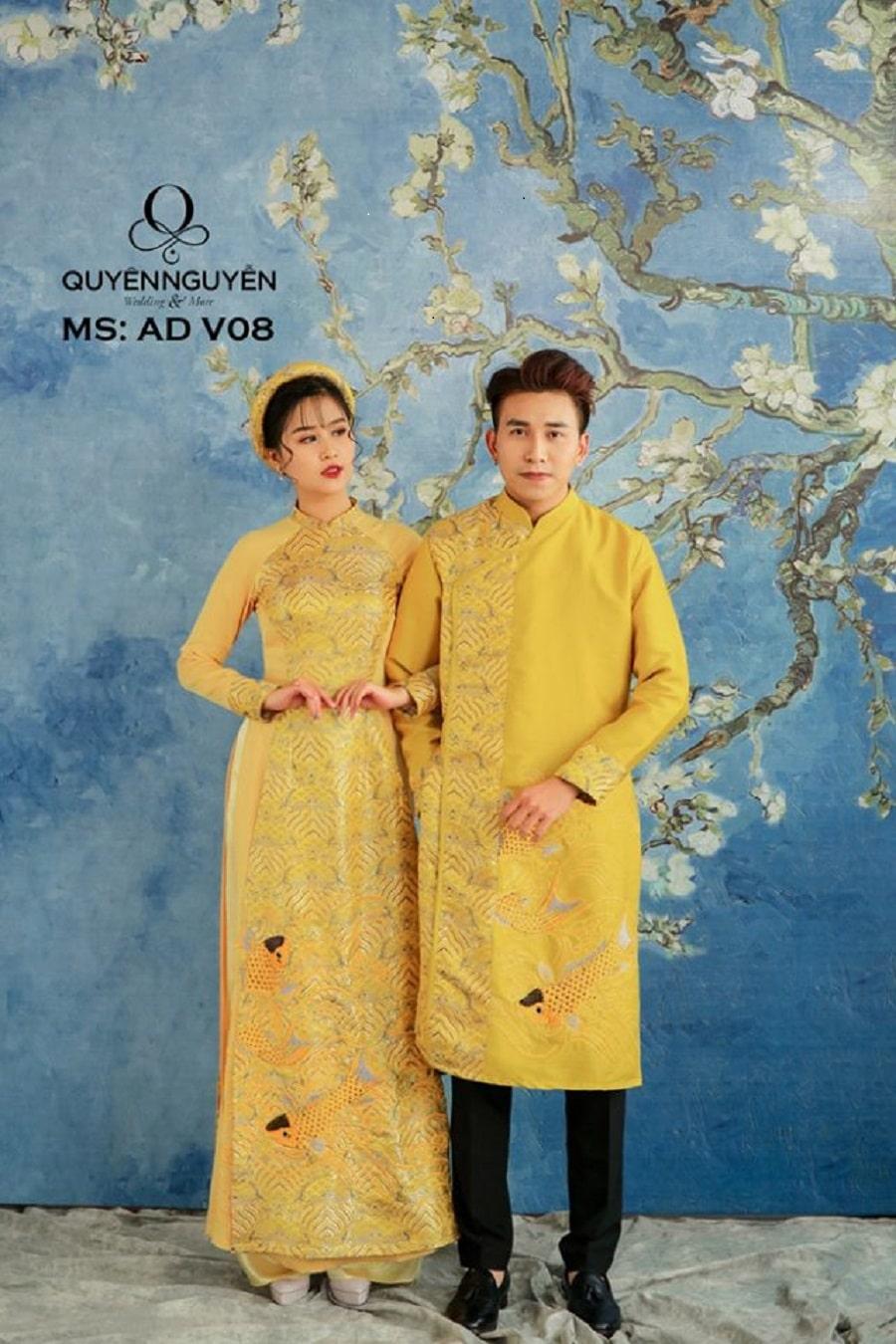 Áo dài cặp đôi màu vàng