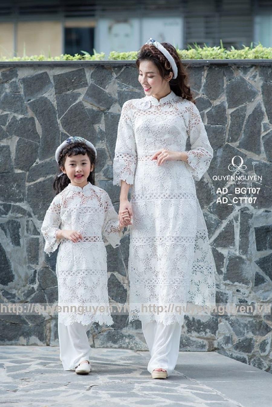 Áo dài cặp mẹ và bé màu trắng