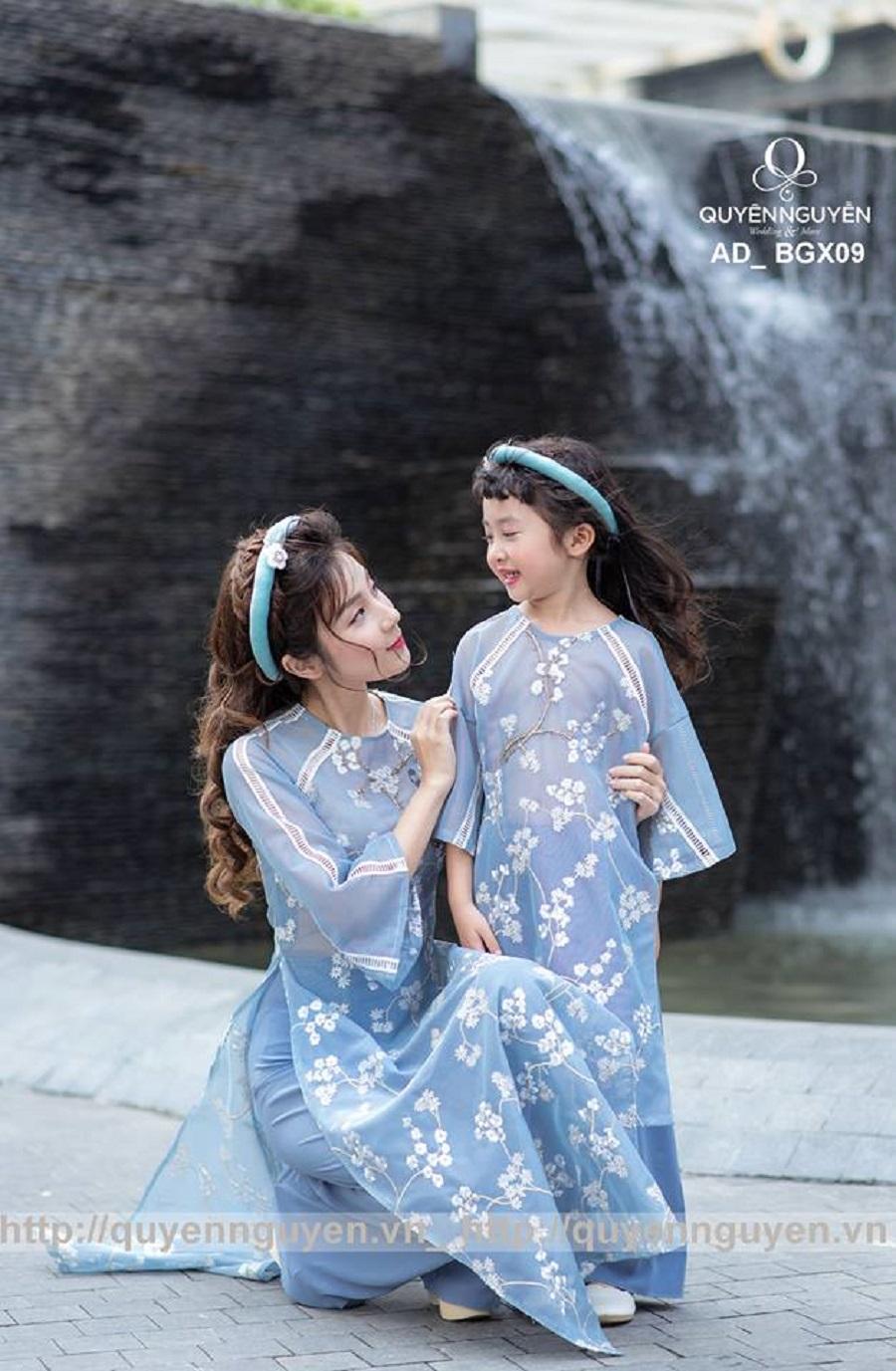 Áo dài cặp mẹ và bé màu xanh lam