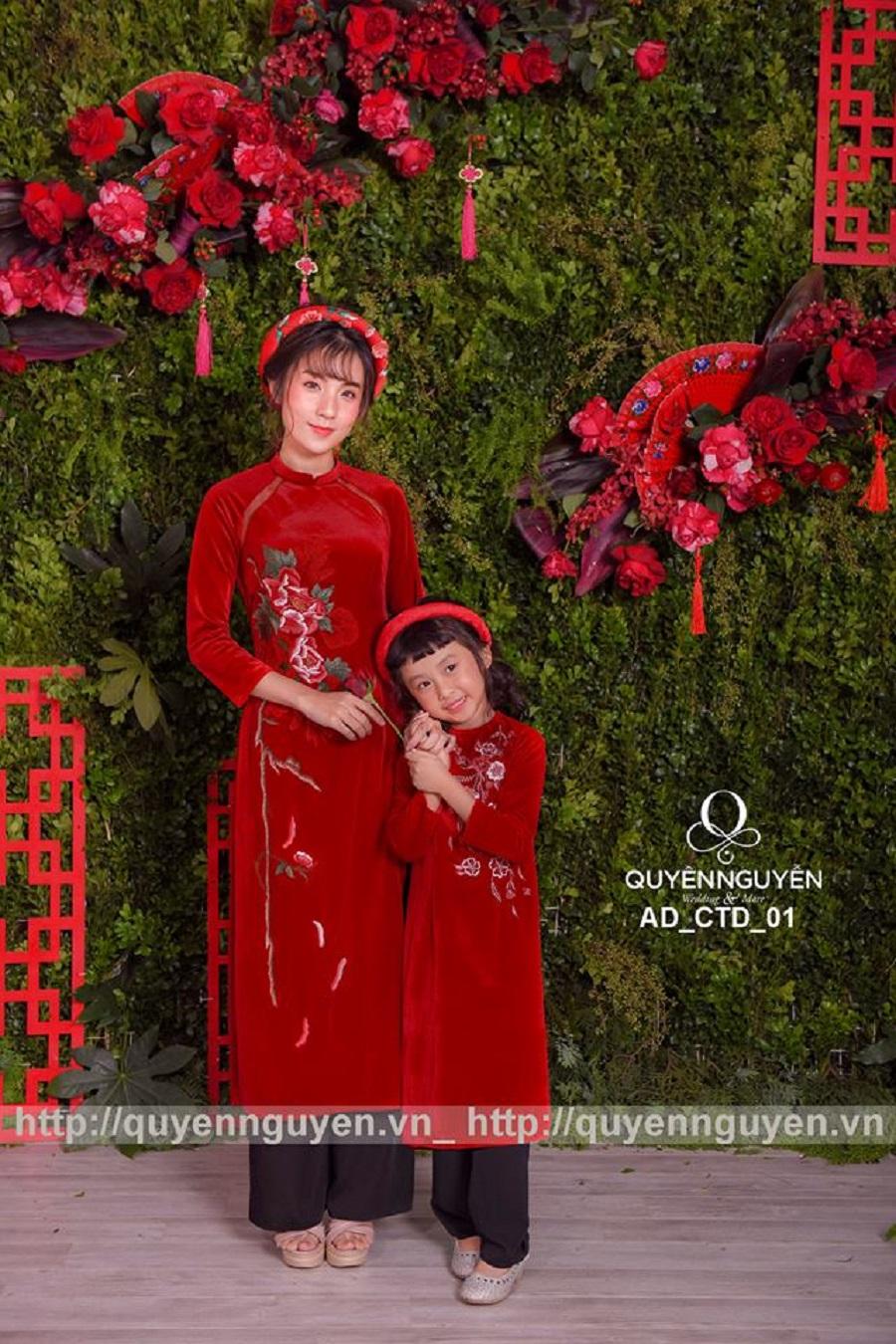 Áo dài cặp mẹ và bé nhung màu đỏ